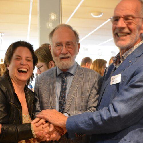 Wethouder Willemien Vreugdenhil, medeoprichter Ab Koskamp en voorzitter Klaas Koping bij de officiële heropening van Meet-Inn
