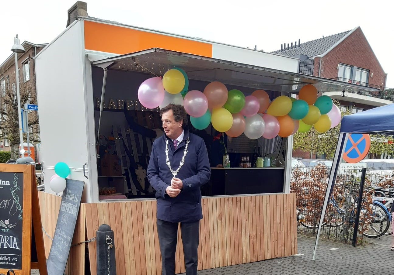burgemeester René Verhulst opent Happietaria Ede